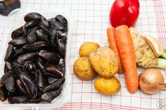 Die Zutaten zu Moules Frites à la Provencale