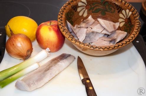 Zitrone, Zwiebel, Apfel und Matjes