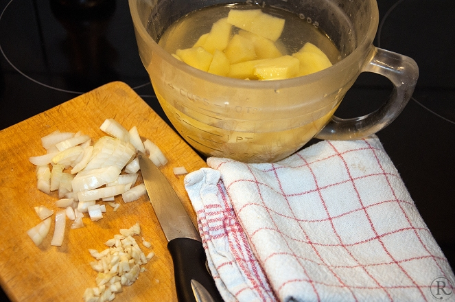 Die Kartoffelschnitz wässern