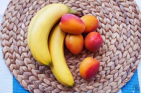 Bananen und Aprikosen