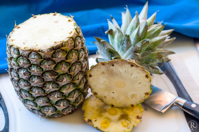 So beginnt man eine Ananas zu schälen