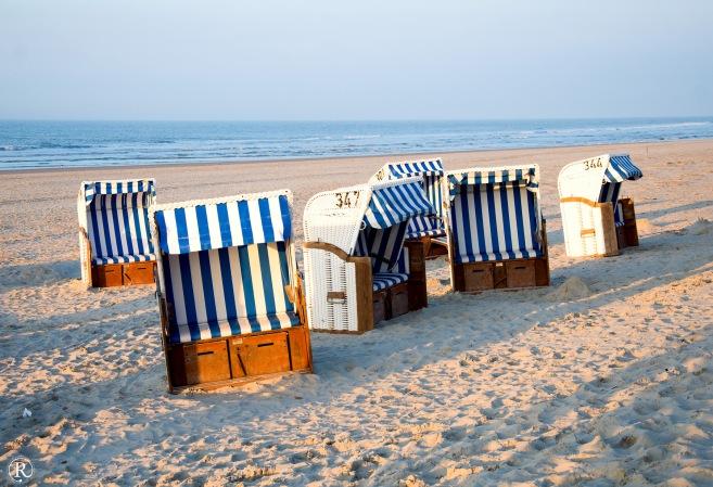 Außerhalb der Saison gibt es wirklich leere Strandkörbe - außer am Wochenende!