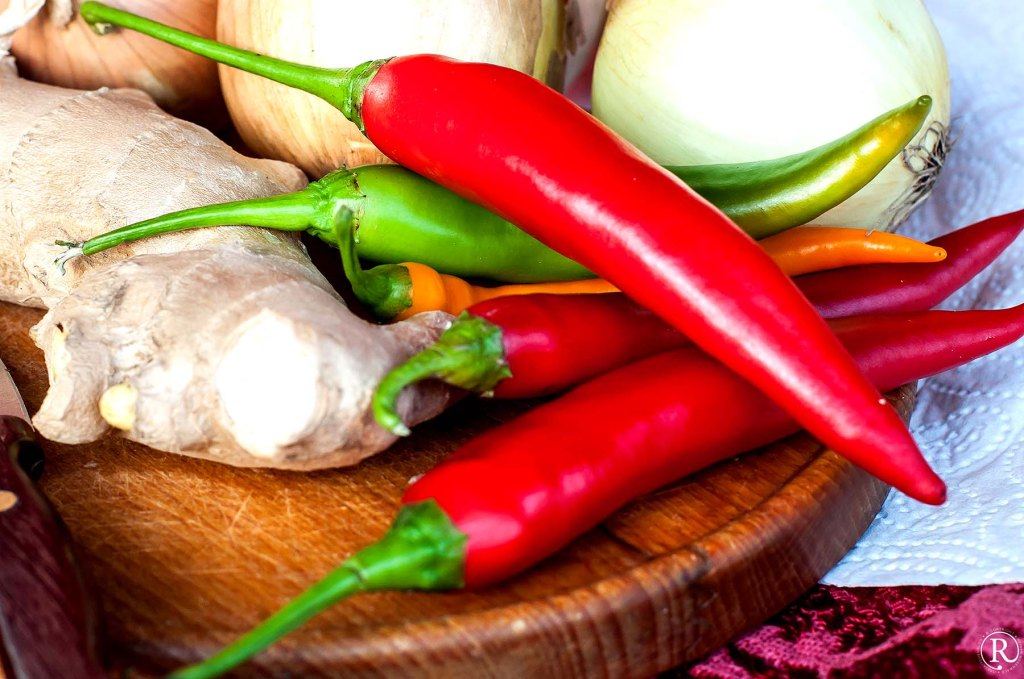 Zutaten für Chutney, Ingwer, Zwiebeln, Pepperoni